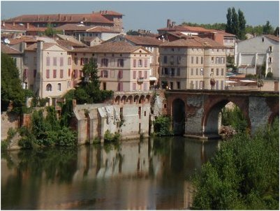 Albi. Bridge on Tarn River